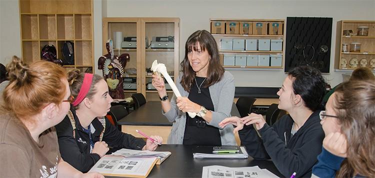 Biology professor Amy Gultice teaching class