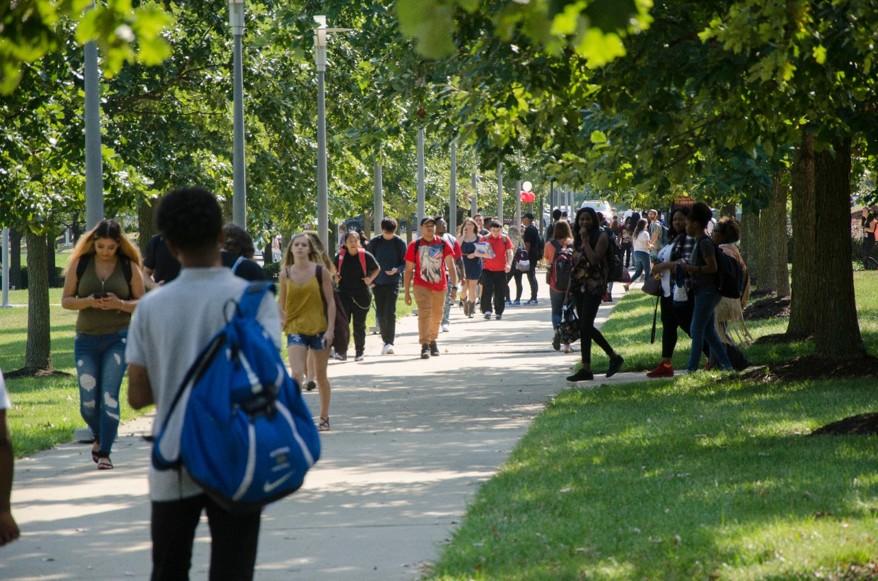 Students visiting UC Blue Ash Campus on the first day of classes